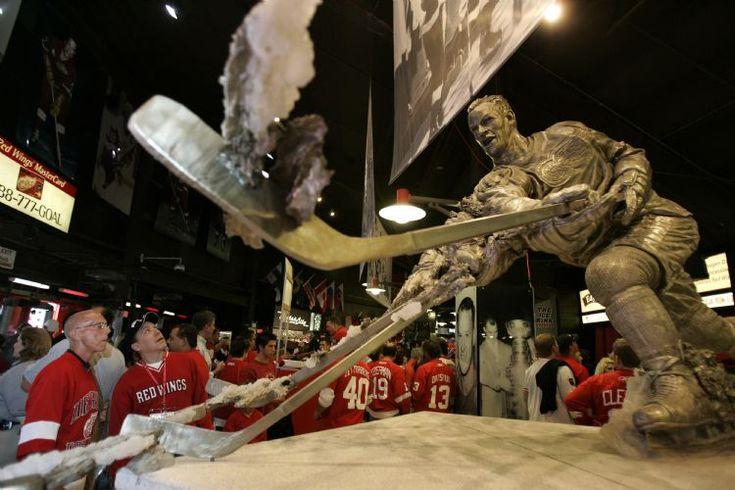 Gordie Howe statue, Joe Louis Arena
