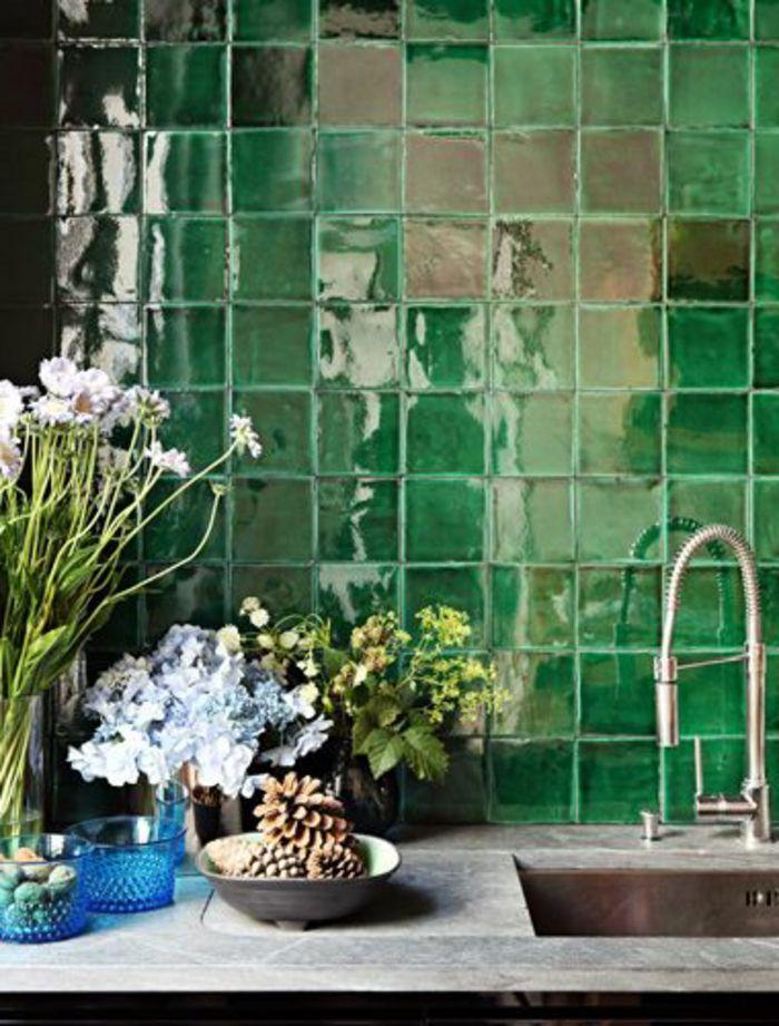Une jolie cuisine avec carrelage mural vert la symbolique for Carrelage mural couleur
