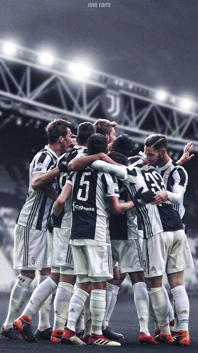 Seguici Su Https Plus Google Com U 0 Communities 104886969115782683061 Noi Siamo La Juve Calciatori Immagini Di Calcio Giocatori Di Calcio