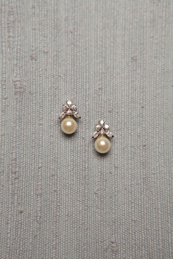 Simple Diamond and Pearl Studs studded with 6 diamonds and a south sea pearl drop