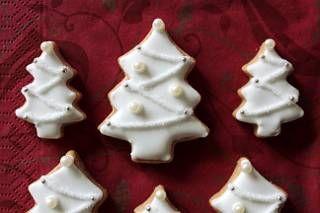 今年も作った、クリスマスのアイシングクッキー。毎年、変わり映えしないですけど…。    スノーフレーク。    ゴールドのシュガーを使ったミトン。    ツリー。    柊。    今年は色を付けず、数も絞ったのですぐ出来ました。余裕があったらクリスマス...