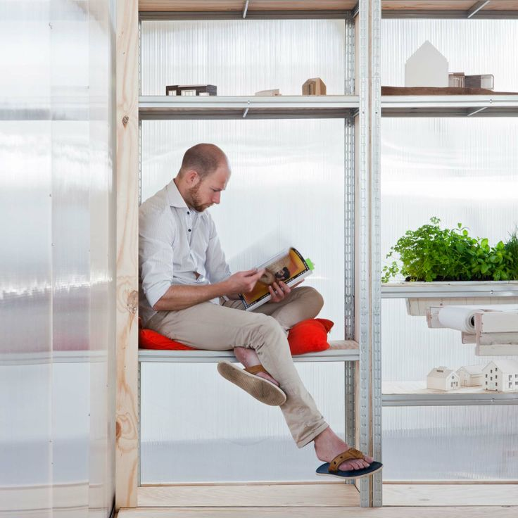 A flexible and easy to build office space for the reoccupation of vacant buildings. By Atelier to the Bone.  http://www.spaceshuffler.com/wp-content/uploads/2014/02/MG_5118Definitief.jpg