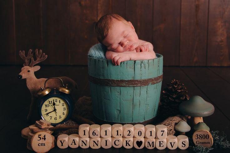 WELCOME Dieser junge Mann hat mich gestern im Studio besucht.  Auf den Tag genau 10 Tage alt und so ein friedliches Baby. er hat fast die ganze Zeit brav geschlafen. Vielen lichen Dank an die Eltern fürs zeigen dürfen. #babyboy#newborn#boy#lächeln#instkids#kidsforinsta#familie#lebenmitkind#kidsactive#junge#braun#Holzwand#geblitztdings.de#teddy#uhr#waage#geburt#finn#korb#fell#daddy#mummy#eltern#love#kids#baby#instababy#newborn#littleboy#holztrog# Noch mehr Fotos und Galerien über Newborn Baby…