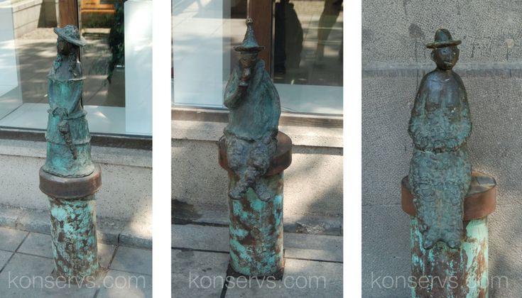 Статуэтки на проспекте Руставели