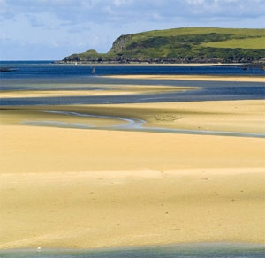 Harlyn Bay, unspoilt and beautiful. Check out our self catering holiday houses, #Padstow #Cornwall