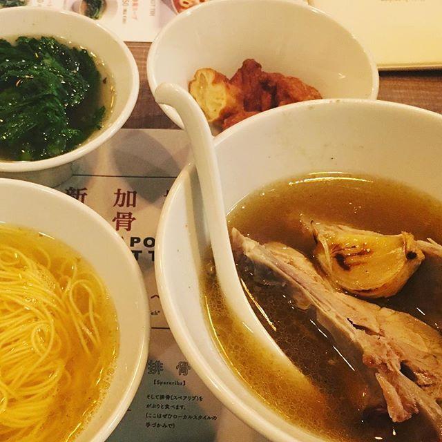 東京 赤坂にて #シンガポールバクテー新加坡肉骨茶  で晩ご飯です。 気分はすっかりアジアです! スープもすごく美味しくて、身も心も暖まりました☺️ #東京 #赤坂 #肉骨茶 #肉 #tokyo #akasaka  #food