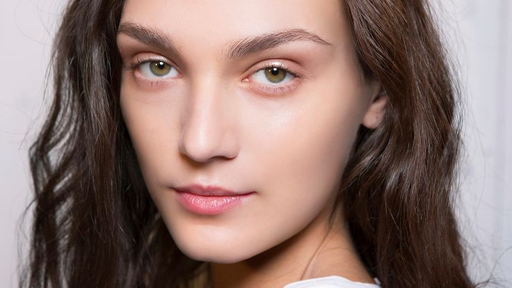 This Stupidly Simple Trick Makes Plucking Your Eyebrows Goof-Proof | StyleCaster