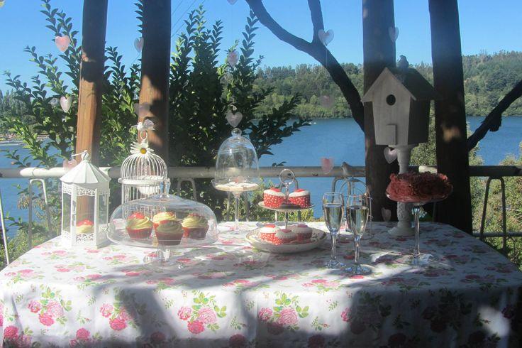 Mesa dulce al aire libre para enamorados.