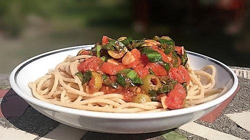 Medvehagymás-paradicsomos spagetti