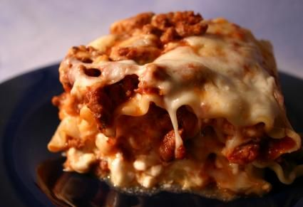 12 cheap and easy crock pot meals: I tried the lasagna, and it was SUPER! I didn't have to cook the noodles OR use no-boil noodles. Win!