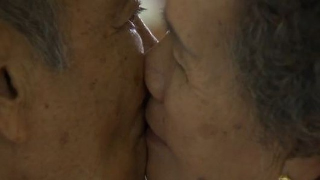 Couples compete for World's Longest Kiss title