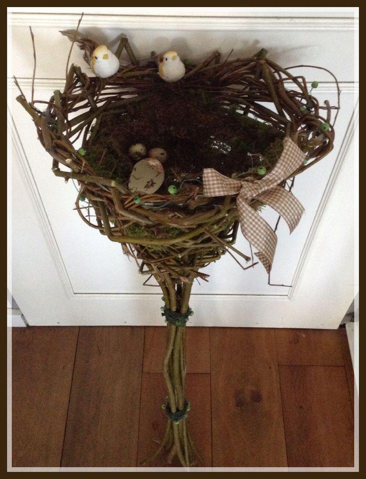 Gevlochten nest van wilgentakken