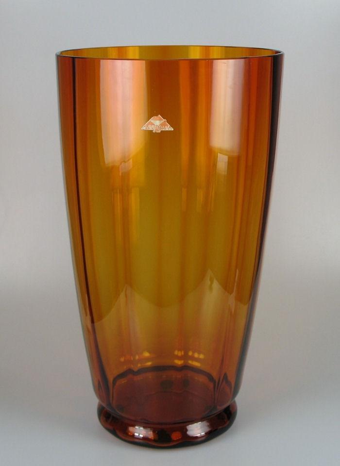 A.D. Copier large vase...