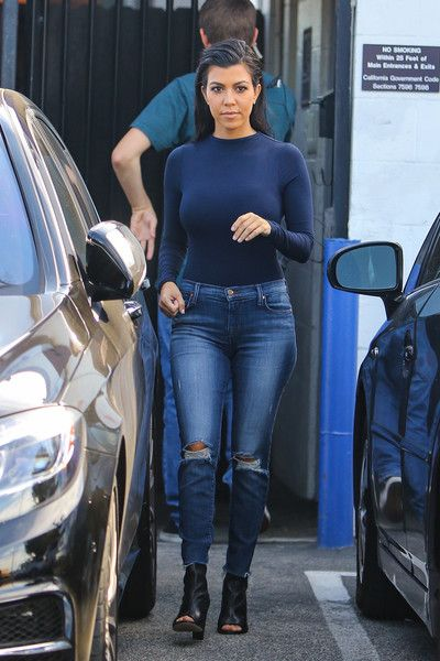 Kourtney Kardashian Photos - Kourtney Kardashian Leaves the Studio - Zimbio