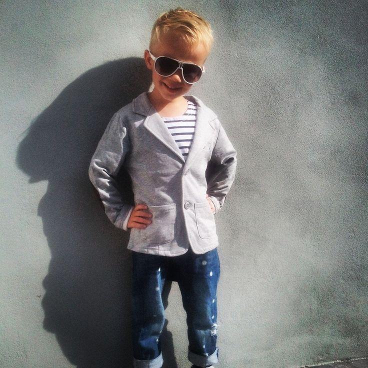 Broek €19 , Blazer €22, bril €4  Unieke jongenskleding van sennes.nl  #babyfashion #kidsfashion #kidsclothing #fashionkids #kidsfashion #stylishbaby #stylishkids #boysclothing #boyswear #kidswear #boysfashion #fashionableboys  #fashionablekids #stylishkids #coolhair #kidspompadour #boyshaircut #haircutboy #communiekleding #bruidsjonker #bruiloft #Partyoutfitboys