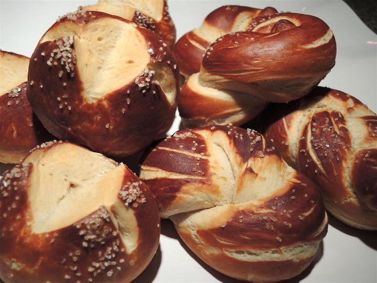 Laugenbrötchen - wie vom Bäcker - Chilirosen