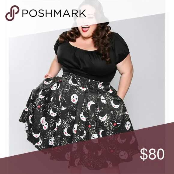 Pinup PUG Little Jun Skirt in Moon Maiden XL NWT, tried on. Whether she is waxing or waning you'll always have a Moon Maiden watching over you. This celestial Moon Maiden print skirt features a curved high-waisted fit, box pleating in the skirt, and an elasticized waistband at the back. Finished off with a back zip and perfectly placed pockets, this eye-catching skirt is produced in soft Midnight grey sateen and adorned with the gorgeous lunar lovelies created by Pin up Girl Clothing Model…