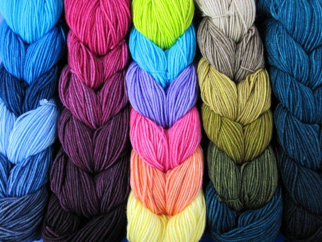 New! Color Bundles by ArtFil are made of 6 mini-skeins of fingering-weight yarn that form a gradient or co-ordinated set. Available in-store.