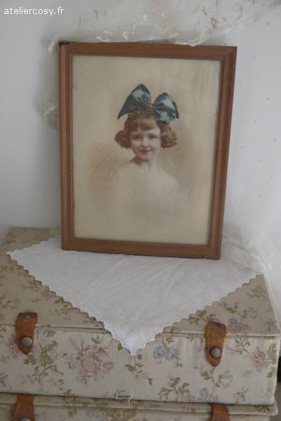 Photo ancienne retouchée fillette , enfant . Brocante de charme atelier cosy.fr