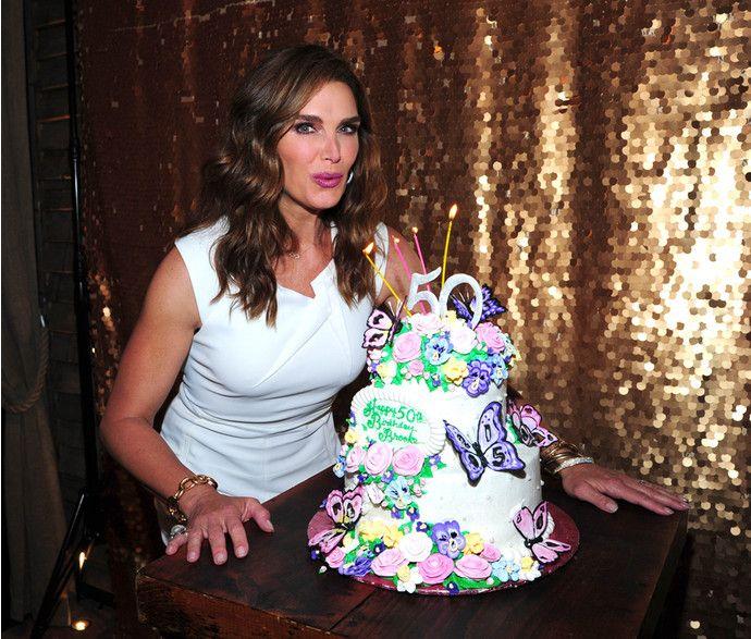 Брук Шилдс отметила 50-летие в кругу семьи - http://russiatoday.eu/bruk-shilds-otmetila-50-letie-v-krugu-semi/ Актриса устроила праздничную фотосессию с мужем и детьмиВ эти выходные американская модель и актриса Брук Шилдс отметила свой 50-летний юбилей. Вечеринка по случаю Дня рождения была о