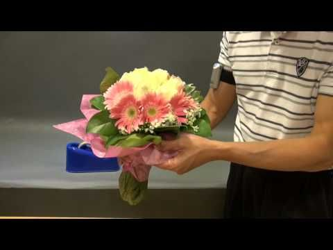 Wrapping a bouquet at Noel - YouTube