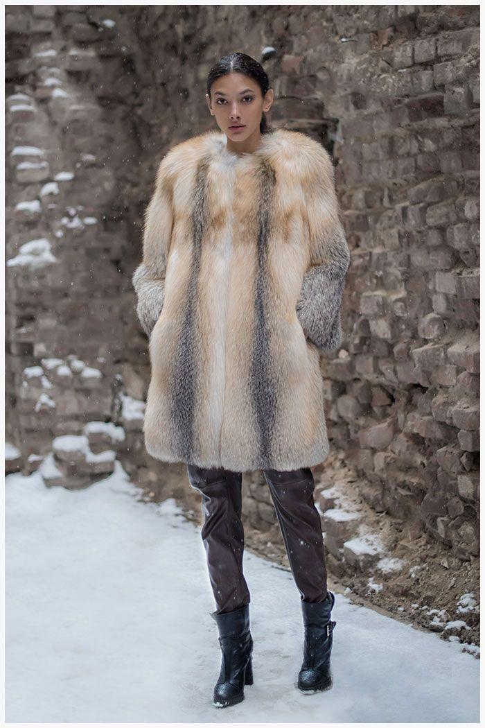 В коллекции МЕХА ЕКАТЕРИНА Лисица/песец представлены эксклюзивные модели шуб от российского производителя из меха высочайшего качества.