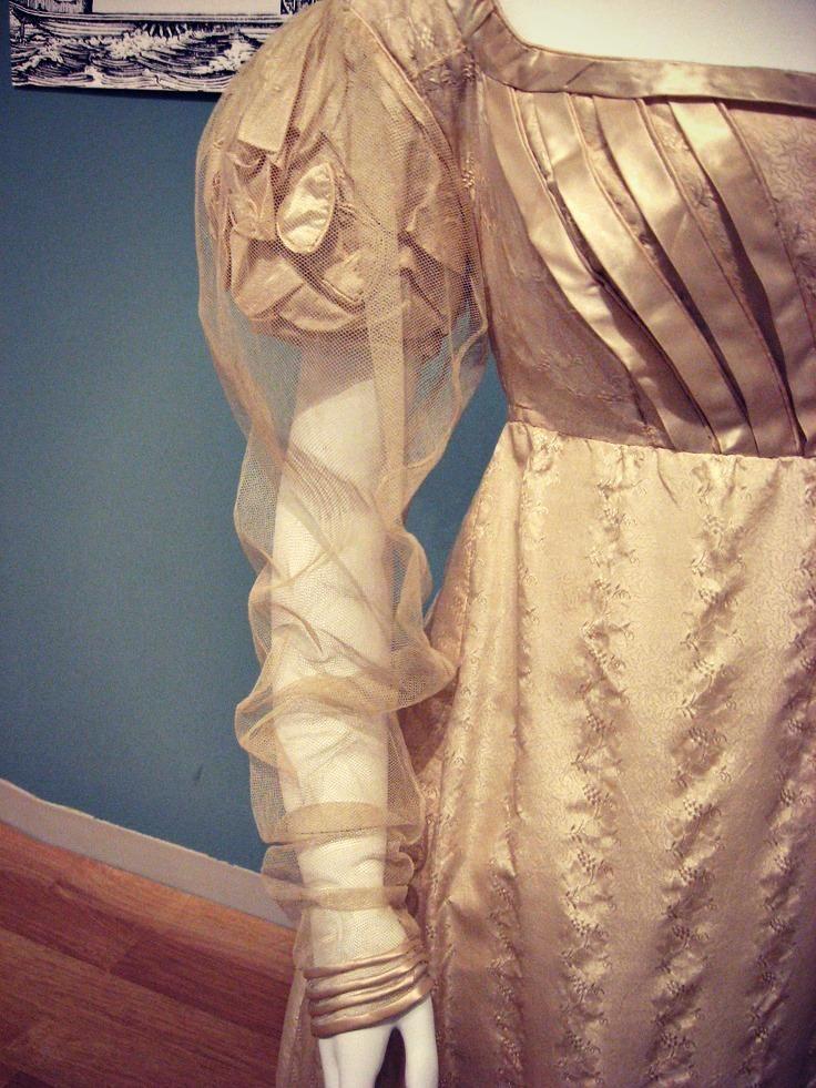 Regency ballgown with oversleeve.