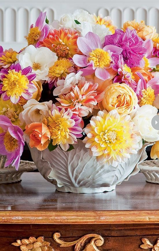 The french tangerine carolyne roehm pink and yellow for Pink and blue flower arrangements