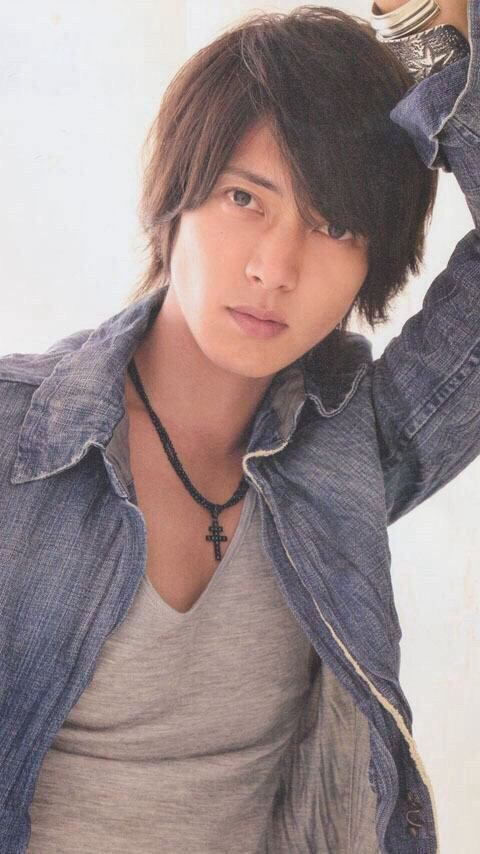 Yamashita Tomohisa, also known as Yamapi, is a Japanese idol, actor, singer and TV host. He currently stars in the J-drama 5-ji Kara 9-ji Made. He known for the typically handsome Japanese boy band look and unfortunate dead fish eyes in his photos.