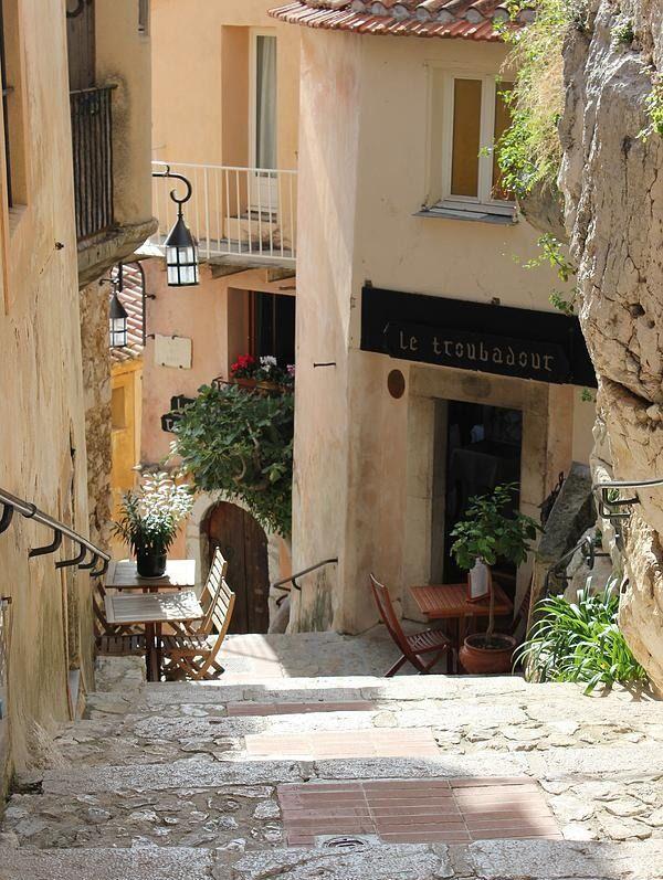 17 best images about walkout basement patio ideas on for Le mas provencal eze