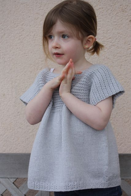 Ravelry: P'tits Biscuits - la blouse pattern by Cécile LEVESQUE