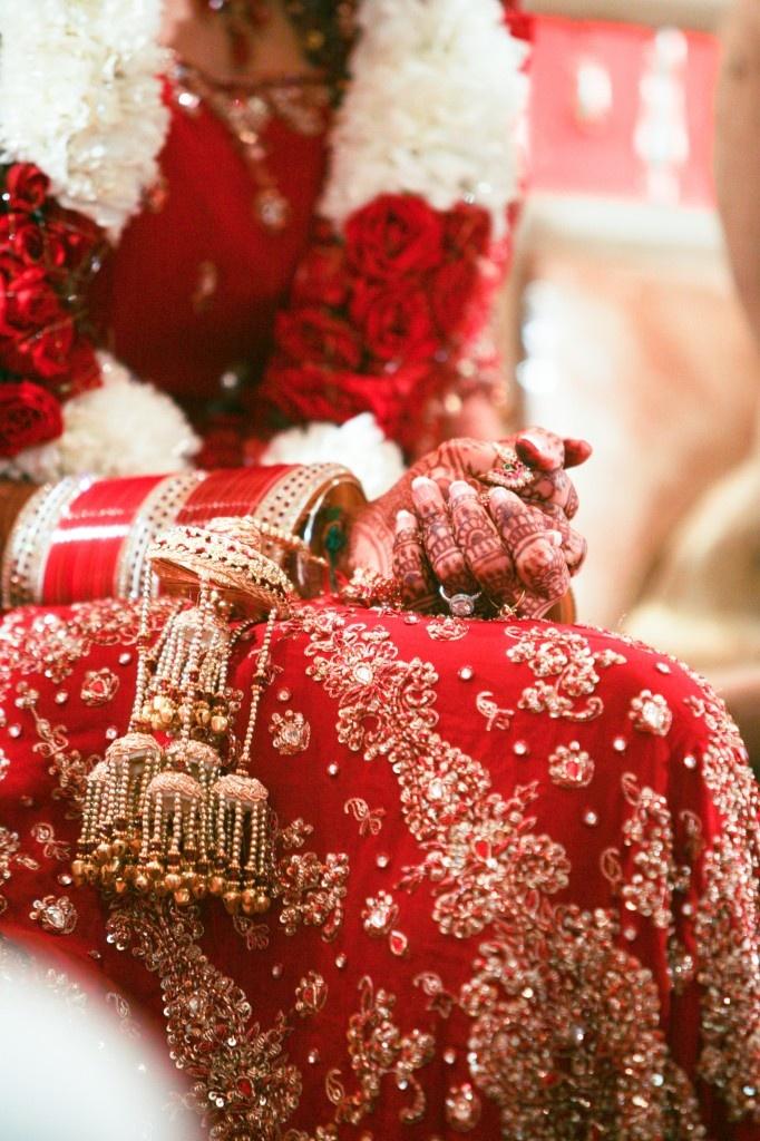 Beautiful bridal attire and intricate mehndi (Daniel Taylor Photography)