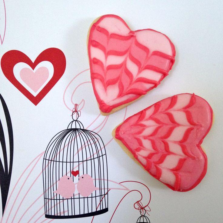 Heute gibt's Herzen!   In rosa-rot!     Als verzierte Kekse!       Auf der Suche nach einem ♡-lichen Keksdesign als Deko/Gastgeschenk für e...