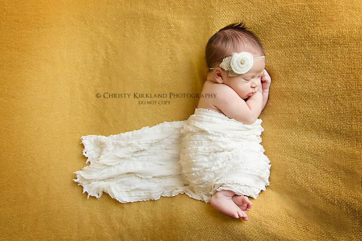 Beautifully simple newborn photography. I like the trailing wrap.