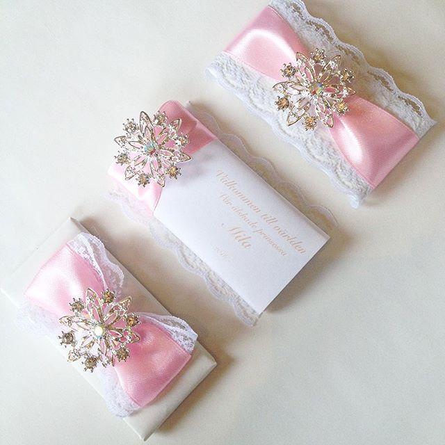 WEBSTA @ chocolatefavors - Du är min finaste blomma ~ Chocolate Favors ~ #chocolatefavors #chocolate #favors #flower #pink #giveaway #gift #babyshower #dop #welcomebaby #babygirl #baby #flicka #choklad #dekoreratchoklad #decoratedchocolate #baptism #dop #gåva #gästgåva #blomma #rosa