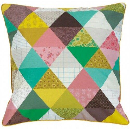 triangle pillow  http://www.psikhouvanjou.nl/media/catalog/product/cache/1/image/500x500/9df78eab33525d08d6e5fb8d27136e95/A/S/asmid121sh.jpg