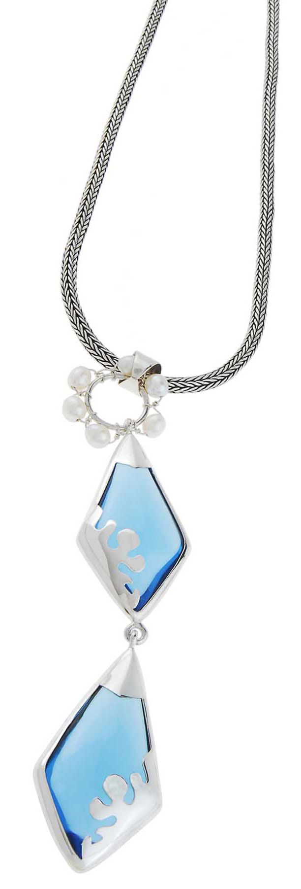 Blue Ornament (2000-1389) Freshly blue glass and freshwater pearl combined with charming ornamental silver 925. Look fresh with our design.