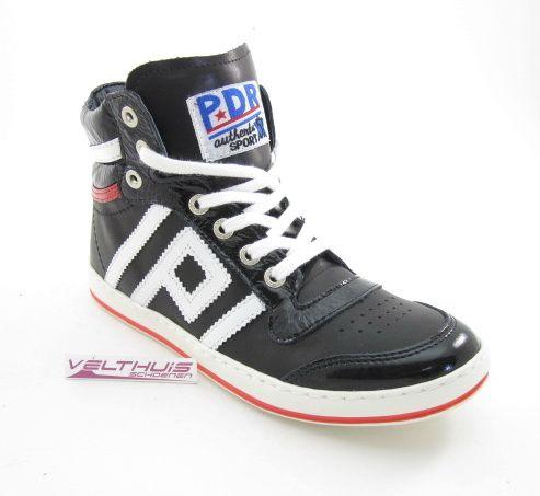 Sneaker van Piedro in zwart met wit leer afgewisseld met zwart lakleer, lederen voering en lederen voetbed, wijdte 2 voor de zeer smalle voet, top pasvorm. http://www.velthuisschoenen.nl/unisex/veterschoen/piedro-76122-kleur-zwart-breedtemaat-w-2-435010001.html