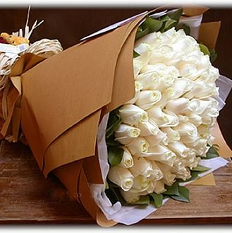 White Charm : buy flowers online, buy cake online, send flowers, cakes to India