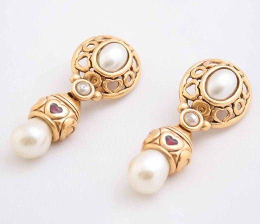 Винтажные клипсы. Металл, эмаль, искусственный жемчуг. Франция 1980-е гг. #vintage #jewellery #jewelry #trendy #style #chic #women #gift