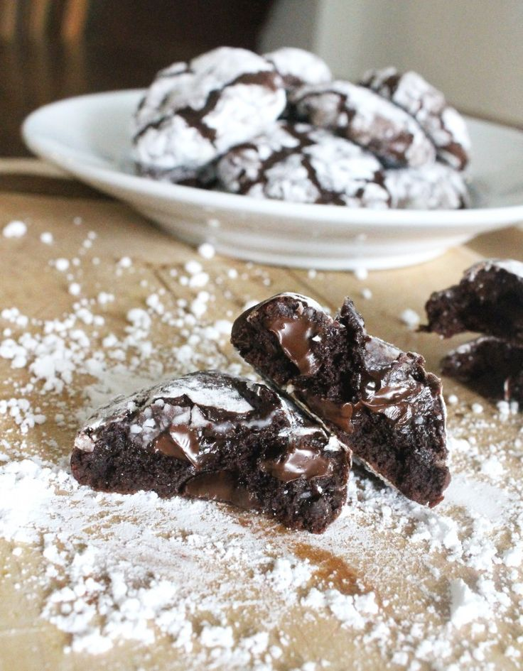 Chocolate Fudge Crinkle Cookies [Gluten-Free]   Bakerita Really fudgy, melt-in-your-mouth cookies - want to try them next time with dark chocolate. (Made with potato starch so they could be made for Pesach)