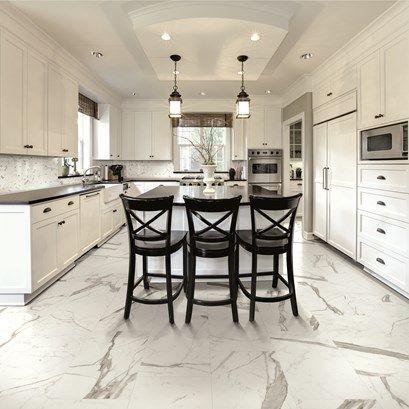 Stilrent med Marmi Statuario - en marmorimitationsklinker för alla utrymmen.