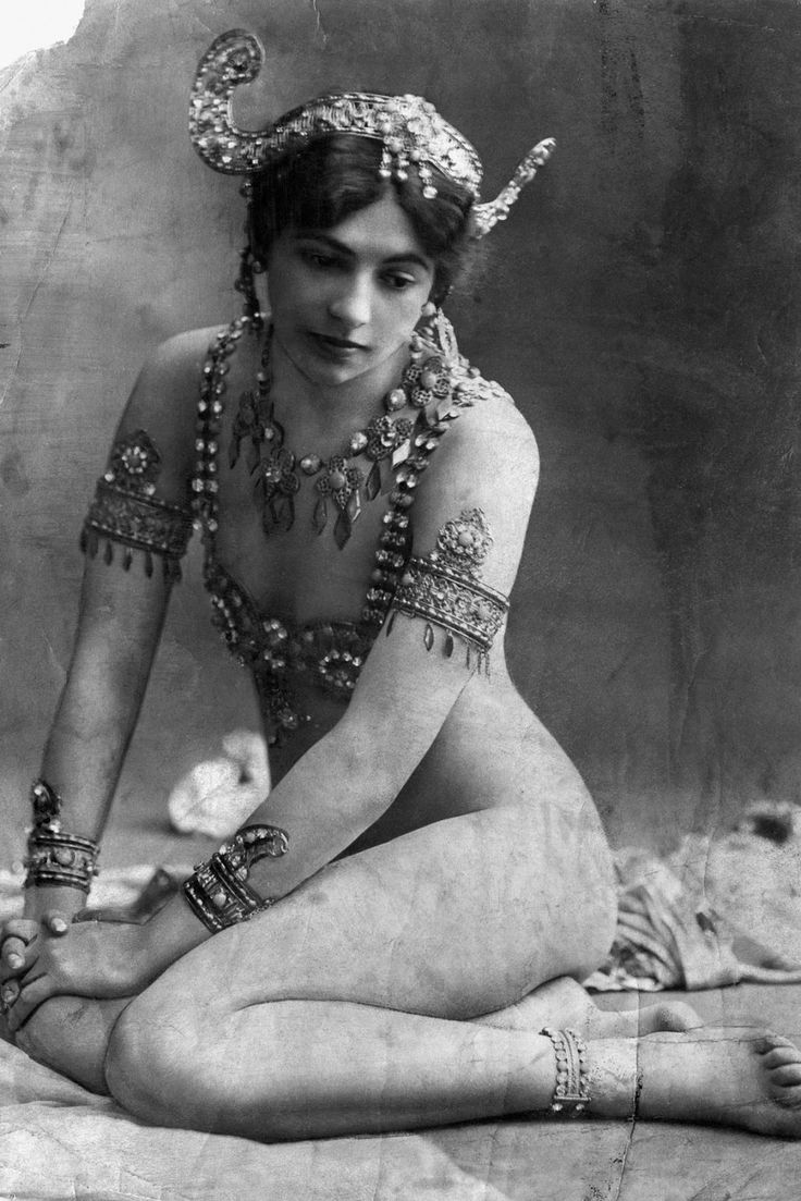 Mournful Fate of Mata Hari, and 14 Stunning Photos of This Dutch Exotic Dancer, Courtesan and Notorious WWI Spy from 1905-1917