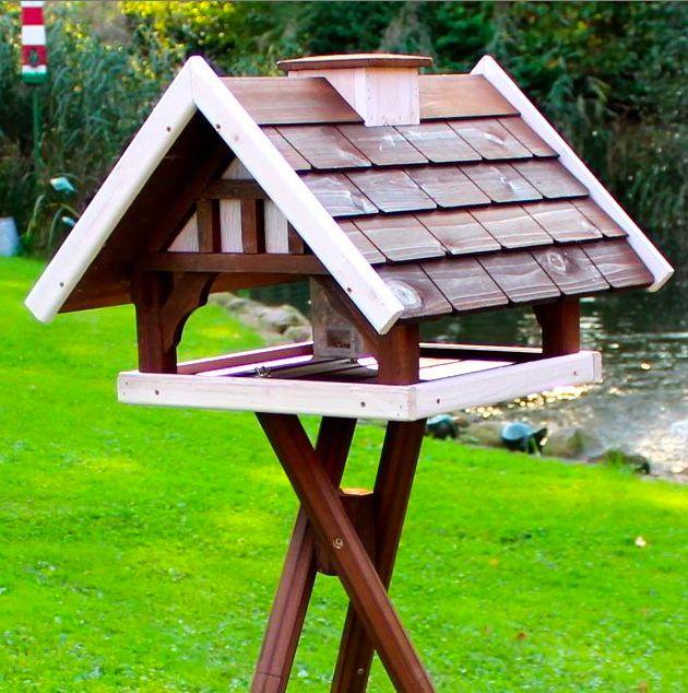 Mit einem Futterhaus können Sie Vögel aus nächster Nähe beobachten.-Vogel- und Naturschutzprodukte einfach online kaufen