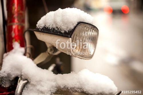 """Laden Sie das lizenzfreie Foto """"Schneehaube"""" von Photocreatief zum günstigen Preis auf Fotolia.com herunter. Stöbern Sie in unserer Bilddatenbank und finden Sie schnell das perfekte Stockfoto für Ihr Marketing-Projekt!"""