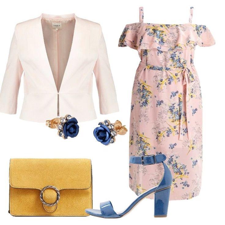 Outfit romantico, pensato per una Curvy in cui spicca lo splendido vestito rosa pallido, in una bellissima fantasia floreale: nell'attuale modello con spalle scoperte, spalline, motivo di volant, cintura da annodare, lunghezza sul polpaccio, vestibilità normale, abbinato a blazer blush, corto, scollo a v profondo, colletto alla coreana, chiuso con gancetto, maniche a 3/4. Sandalo blu reale, in fintapelle di alta qualità, tacco largo, elastico i...