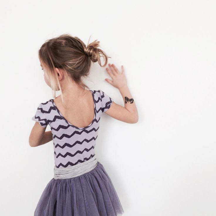 Kids on the moon, Girls on tiptoes, tutu, dance, body, lila, violet, tutu, skirt, tatoo, kids, fashion
