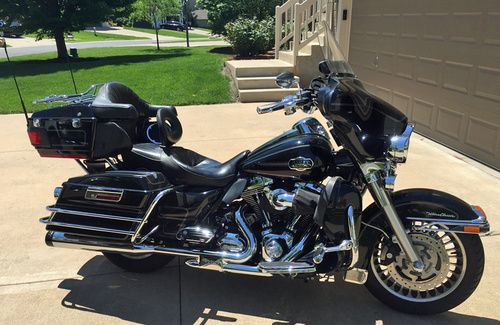 2009 Harley Davidson Ultra Classic FLHTCU, Price:$15,500. LEES SUMMIT, Missouri #harleydavidsons #harleys #ultraclassic #motorcycles #hd4sale