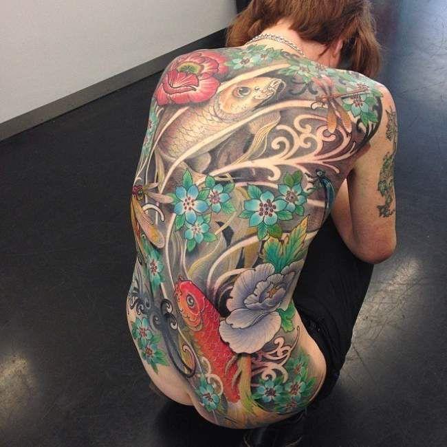Tatouage femme Carpe Koi Japonais sur Dos