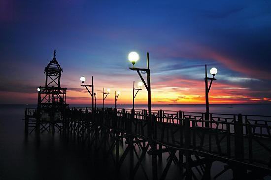 Borneo, Indonesia: Balikpapan Pier at Bandar Balikpapan